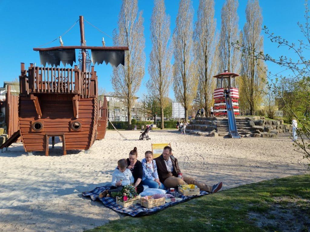 © Kulturbüro GmbH, Picknicken beim Piratenspielplatz