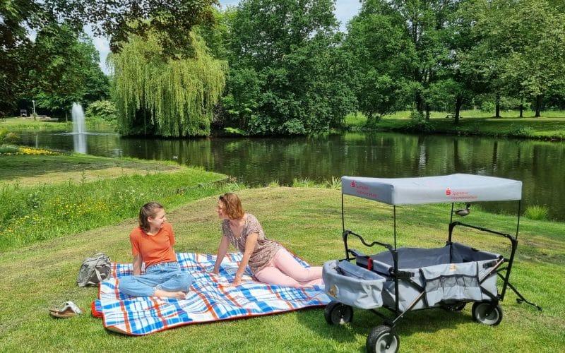 mit Picknickdecke_Stadtmarketing